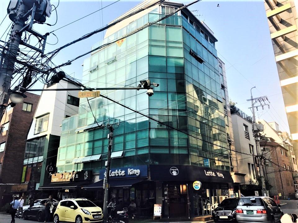 [신사동] 노출 좋은 사거리에 위치한 전용 약 42평 4층 오피스 임대